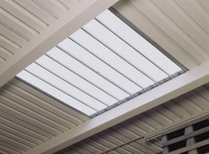 Lichtfeld im Dach aus 16 mm dicke Doppelstegplatten aus Polycarbonat